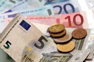 Kreditablösung: Zinsentwicklung beobachten und Geld sparen.