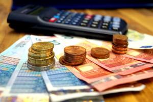 Rechnen Sie nach: Bei einem Kredit lohnt es sich die falsche Widerrufsbelehrung zu überprüfen, um Geld zu sparen.