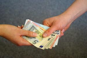 Bei einer falschen Widerrufsbelehrung: Der Vertrag zum Darlehen kann dadurch Punkte enthalten die unwirksam werden.